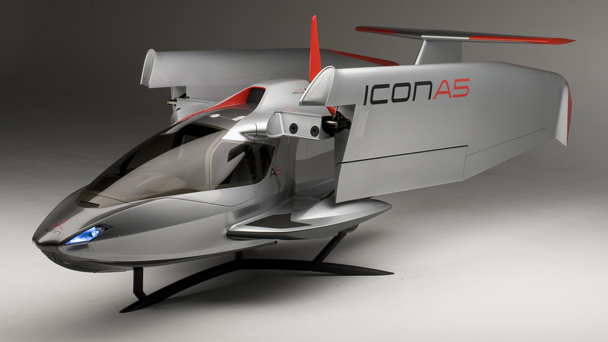 icon a5 sport flying exterior