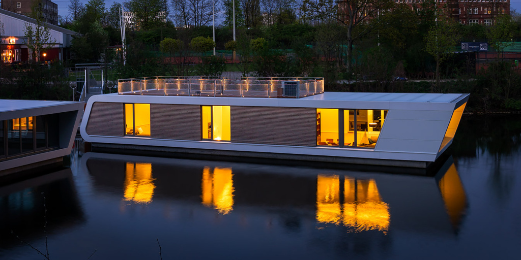 Modern Floating Homes Victoria Wharf Hamburg